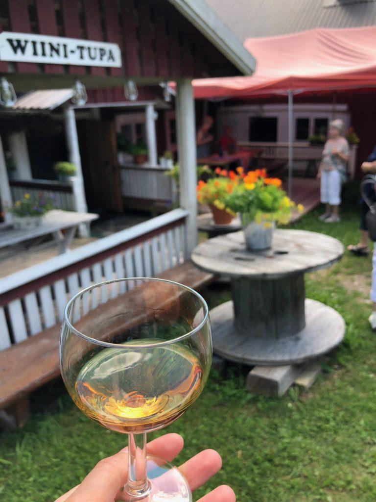 Viinilasi Pihamaan viinitilalla