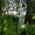 Patsas Urajärven kartanon puutarhassa
